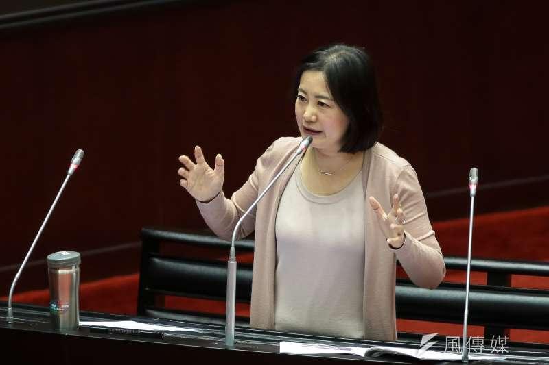 台灣近年來女性參政人數增加,自2018年九合一選舉後,女性首長人數增至7席。但民進黨立委吳思瑤直言,女性長期投入政治工作後,劣勢比男性大。(顏麟宇攝)