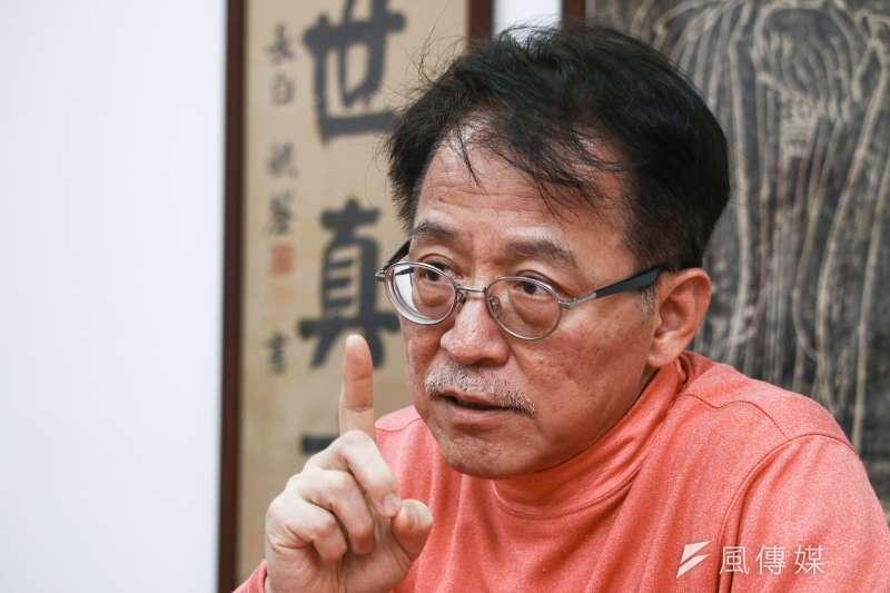 奉元學會理事長劉君祖(見圖)教過前總統李登輝《易經》,被媒體封為「國師」。他整理師父「毓老師」的生平論述,包括融合中國思想的「夏學」,試圖為台灣找出路。(蔡親傑攝)