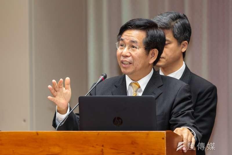 教育部長潘文忠(前)表示,教育部已組成小組,調查是否有大學對於考招態度輕慢。(資料照,顏麟宇攝)