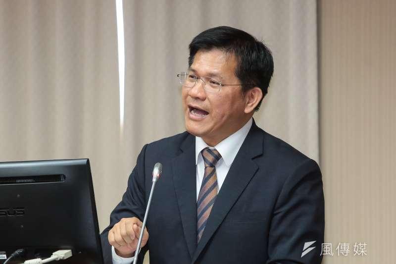 交通部長林佳龍13日針對普悠瑪翻車事故責任調查表示懲處過輕,認為台鐵前局長范植谷現仍任驗船中心董座「沒是非」。(顏麟宇攝)