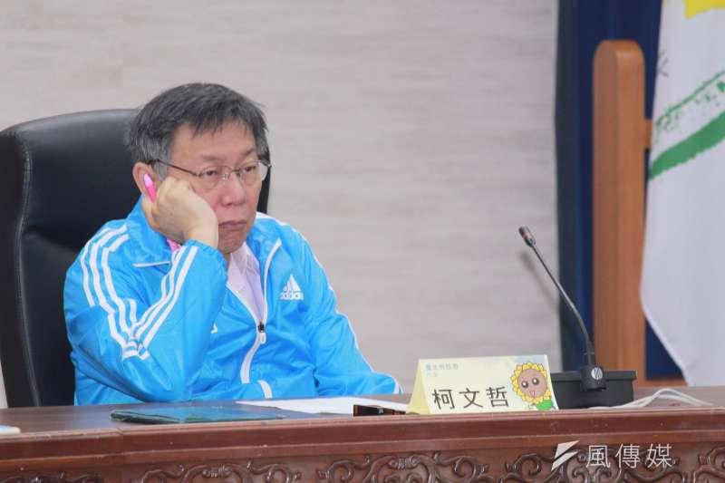 台北市政府懸缺已久的第3位副市長,日前傳出將由前台中市副市長蔡炳坤接任,被解讀是「白藍合作」。台北市長柯文哲13日表示,他到現在心中已經沒有藍綠,沒有罣礙。(方炳超攝)