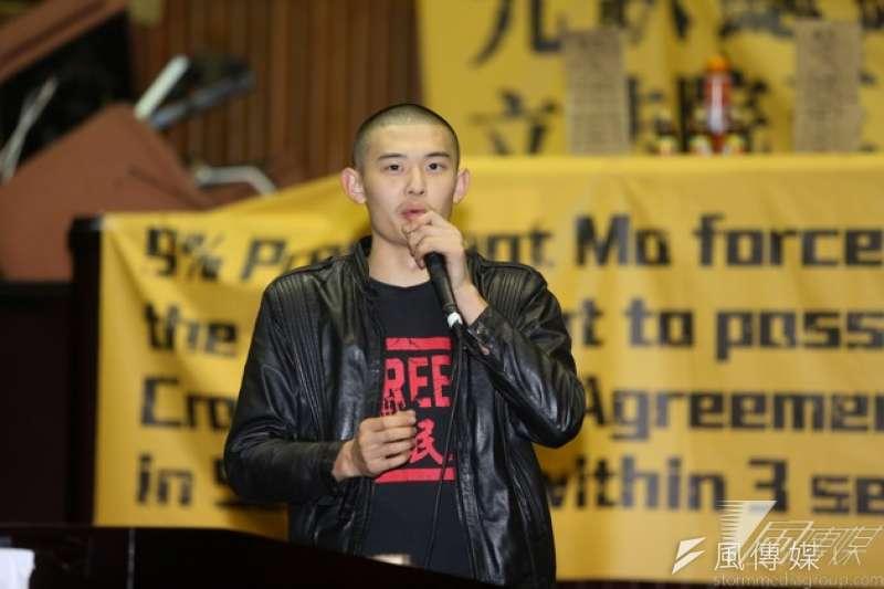 140321-王雲祥在318當晚原本只是協助器材及通訊,到現場卻被分工到糾察維安工作。(余志偉攝)