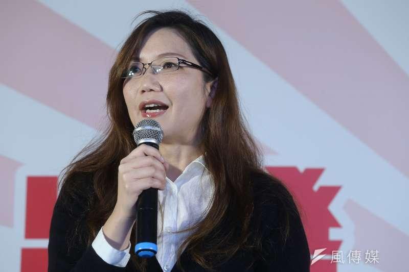 150329-嚴婉玲2013年加入反黑箱服貿民主陣線擔任秘書工作,2014年太陽花學運時則負責協調學生、NGO的溝通,扮演參與決策角色。(楊子磊攝)