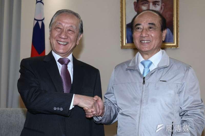 前立法院長王金平(右)14日會晤新黨郁慕明(左)主席。(蔡親傑攝)