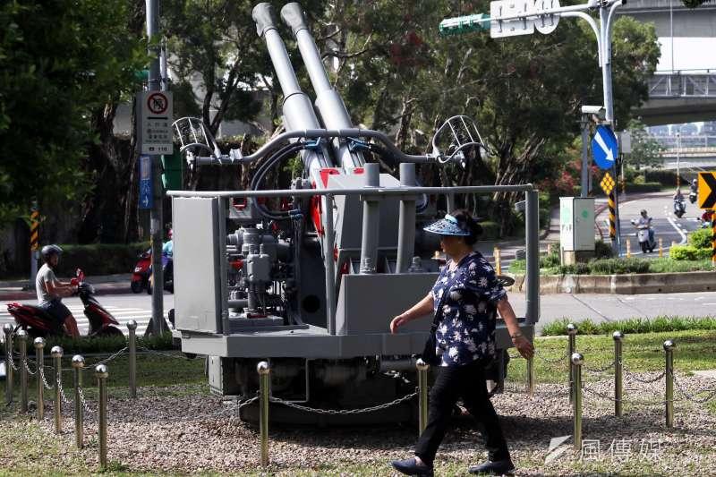 20190316-位於大直北安路上的「823砲戰紀念公園」,展示曾參與戰役的武器裝備,海軍的代表是40MML60雙管砲。(蘇仲泓攝)