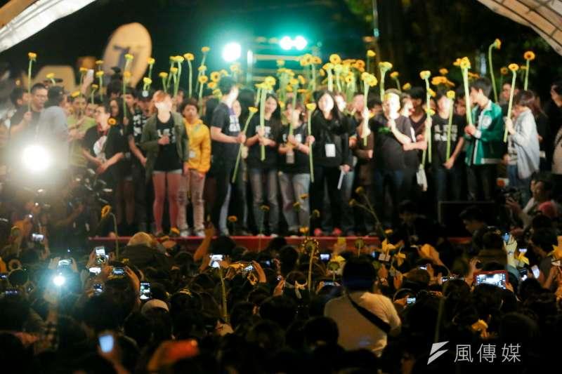 20140410-SMG0019-268-學生佔領立法院最後一天,立法院外學生與群眾情況。(余志偉攝)