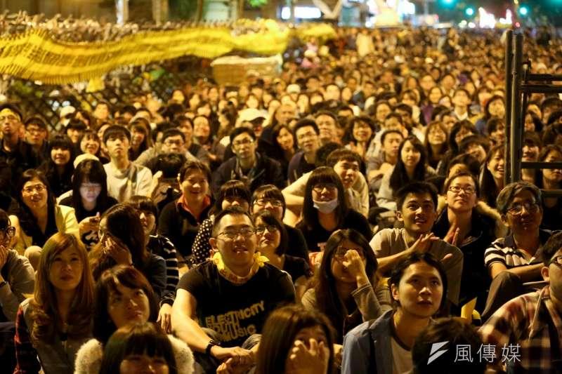 20140410-SMG0019-225-學生佔領立法院最後一天,立法院外學生與群眾情況。(余志偉攝)