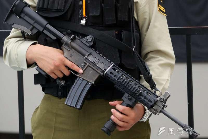 槍枝保養是軍人印象最深刻的日常動作之一,不論是定期的擦槍,還是打完靶後對槍枝的檢整,都免不了反覆擦拭、潤滑等步驟,不過這個場景,未來可能會有不同的改變。圖為T-91步槍。(蘇仲泓攝)