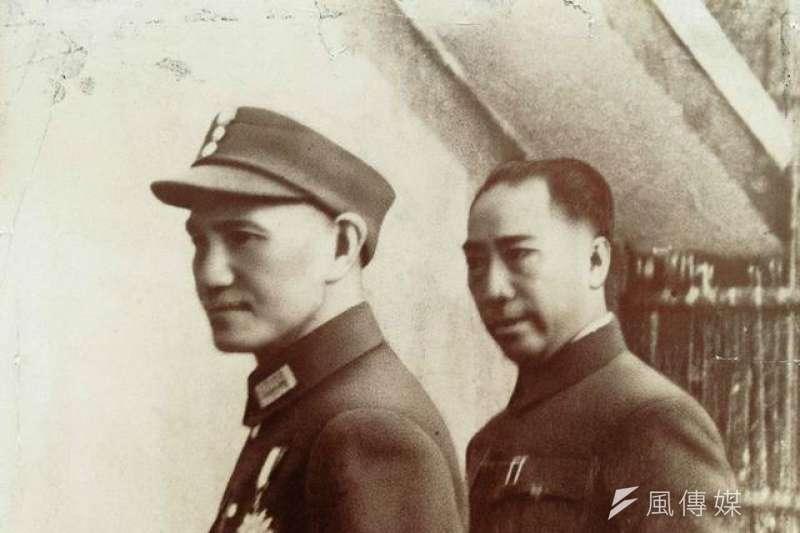 筆者表示,忠義救國軍由中華民國前陸軍中將戴笠(右)創建,並在他的家鄉浙江、上海地區招募近親同鄉,工作任務包羅萬向。(取自維基百科)