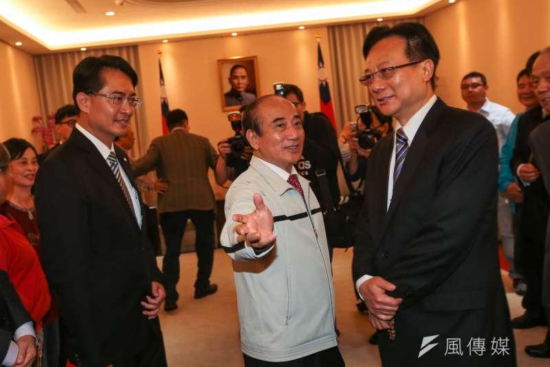 已表態參選的前立法院長王金平(中)21日表示,「黨中央初選辦法一變再變,我們也無法適從,所以我們無從評論。」(顏麟宇攝)