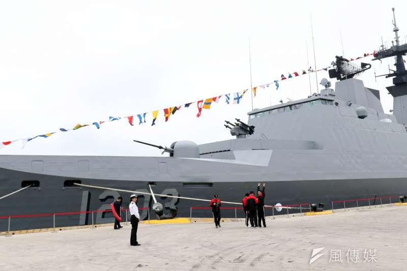 台北港將於明(23)日再度舉辦營區開放活動,22日上午進行全兵力預演,這是康定級艦首次靠泊台北港。(蘇仲泓攝)