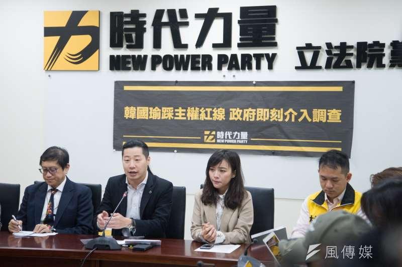 時代力量25日上午舉行「韓國瑜踩主權紅線 中央地方嚴格把關」記者會。(甘岱民攝)