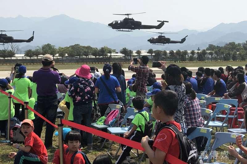 台中新社龍翔營區基地30日將開放民眾參觀,今日進行全兵力預演,當日有相當精采的直升機動態操演。(陸軍司令部提供)
