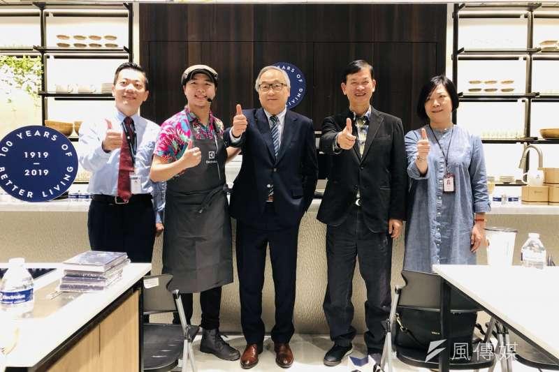 大魯閣草衙道「初夏購物節」強勢開檔。(圖/徐炳文攝)