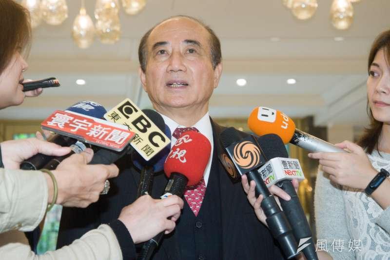媒體問前立法院長王金平(見圖)對「特邀」或「徵召」高雄市長韓國瑜的看法,王金平說,「我講過,都尊重,你不尊重又怎麼樣呢」。(甘岱民攝)