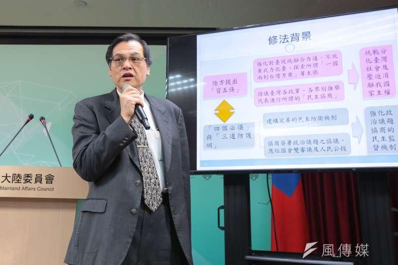 陸委會主委陳明通說明兩岸人民關係條例修法草案。(顏麟宇攝)