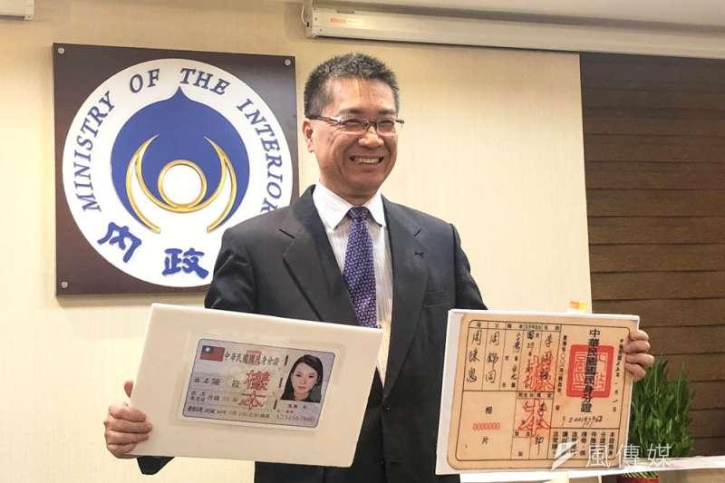 新式身分證設計惹議,內政部長徐國勇回應兩蔣時代也無國旗。(顏麟宇攝)