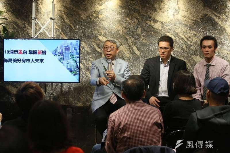 投資專家朱成志(左)、Ray(中)、聶建中(右)齊聚一堂,討論今年的投資趨勢。(攝影/柯承惠)