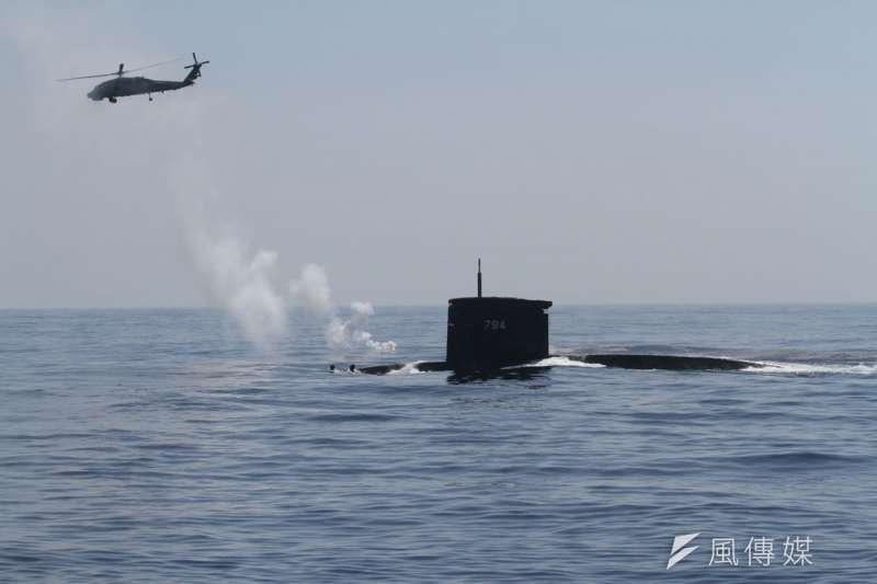 國會將召開潛艦國造祕密會議,立委須在短時間核對許多極專業文件。(柯承惠攝)