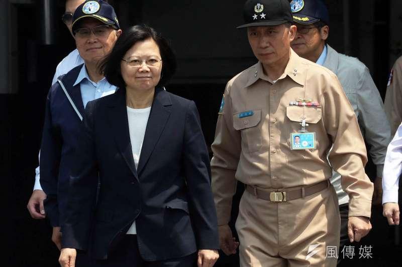 20190329-海軍副司令劉志斌中將(右)調任參謀本部副總長執行官,同時晉任海軍二級上將。(蘇仲泓攝)