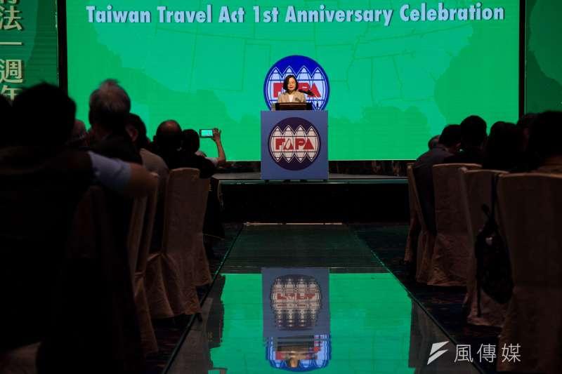 蔡英文的國安布局只有三字:全靠美!圖為蔡英文出席「台灣關係法40周年暨台灣旅行法周年紀念餐會」。(甘岱民攝)