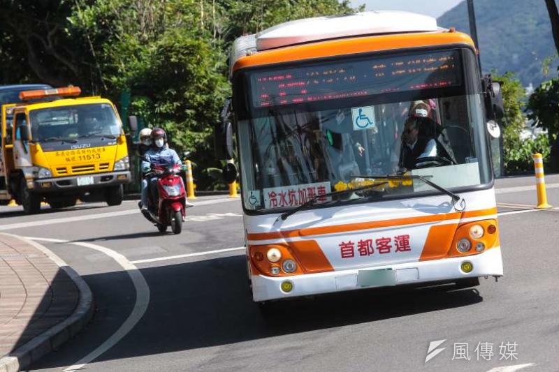 20180127-仰德大道車況,公車、機車。(顏麟宇攝)*車牌已加馬賽克