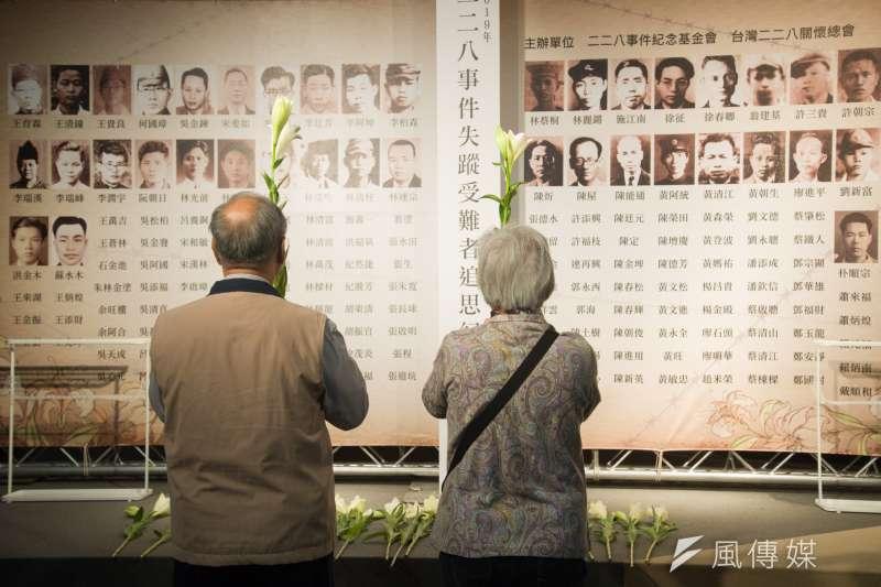作者強調,政府代表國家給予二二八事件的受害者賠償,意義不是金錢多寡,而是要現在身處在台灣這塊土地的人民,一同省思我們何以如此又輕易的被有權者挑撥。(資料照,甘岱民攝)