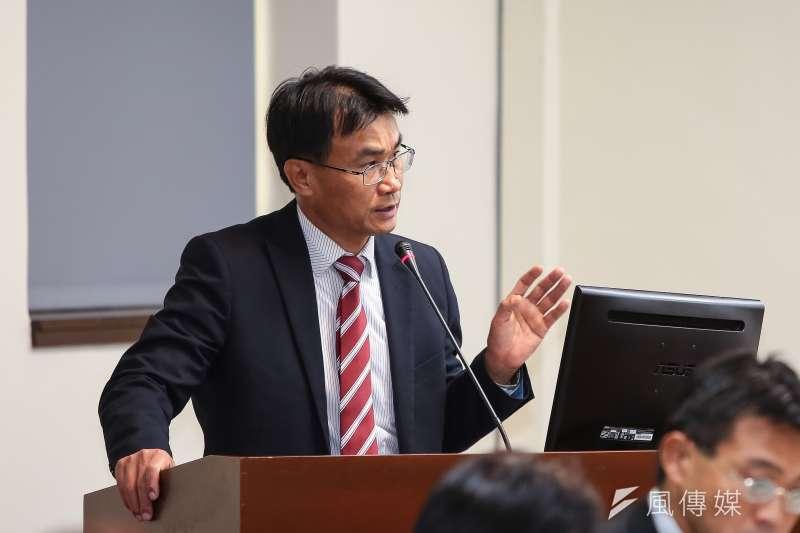 農委會主委陳吉仲竟說進口蒜頭是用來「種」,不是吃的。(顏麟宇攝)