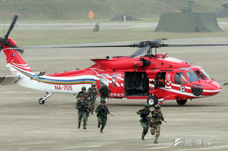 20190401 upload-撥給空勤總隊的「紅鷹」直升機。圖為空勤總隊「紅鷹」支援國軍漢光演習畫面。(蘇仲泓攝)