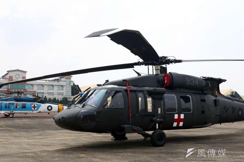 20190401 upload-陸軍過去以「天鳶」為專案名稱,向美採購總數60架的UH-60M黑鷹直升機,用以汰換老舊的UH-1H直升機,現已成為軍方特戰部隊執行機降、繩降時的「好朋友」。圖為撥給空軍救護隊的黑鷹。(蘇仲泓攝)
