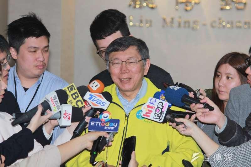 台北市長柯文哲2日上午在市府內簡短接受媒體聯訪。(方炳超攝)