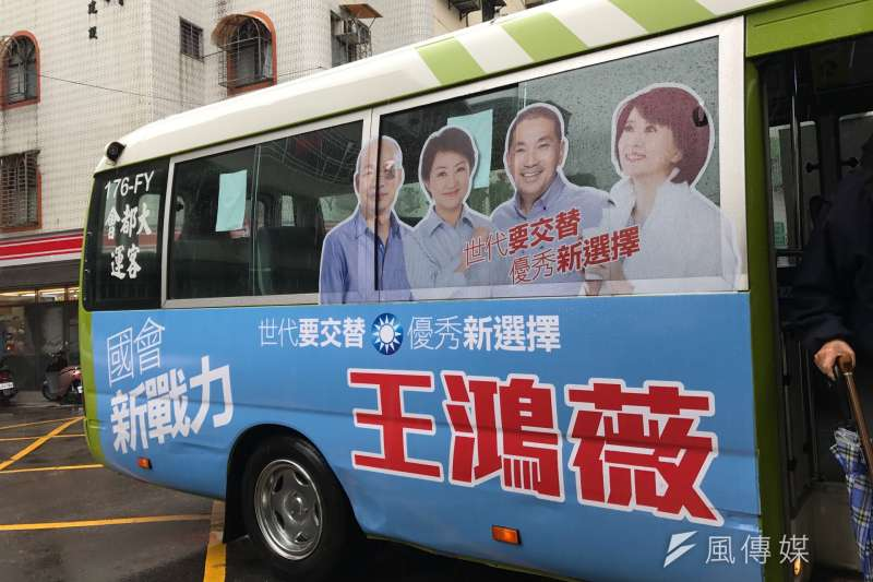 20190403-宣布挑戰現任資深立委費鴻泰的台北市議員王鴻薇,在台北市第七選區(松山、南信義區)公車上,已可見王鴻薇合體高雄市長韓國瑜等人的競選廣告。(風傳媒)
