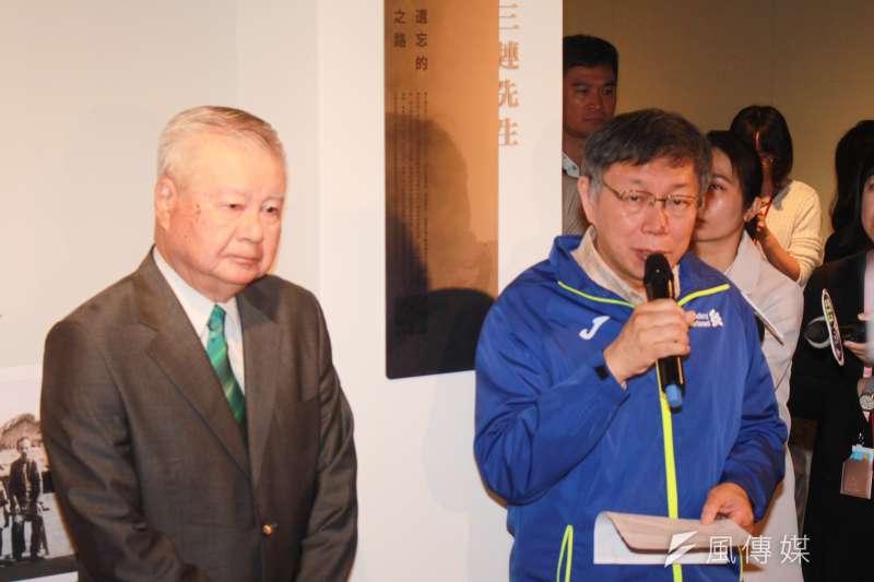 台北市長柯文哲(右)3日上午出席「吳三連先生紀念牌揭牌儀式」。針對NCC主委詹婷怡閃辭,柯文哲表示,NCC主委有任期保障,如果提早辭應該去問她本人。(方炳超攝)