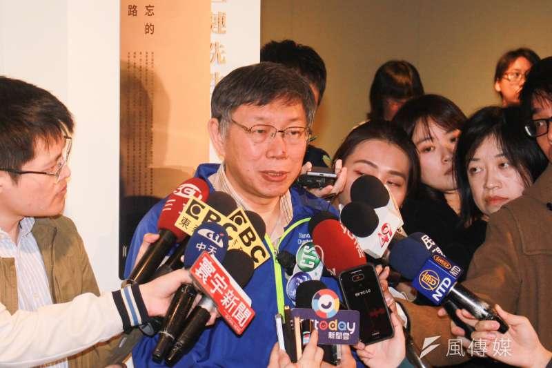 台北市長柯文哲(右)3日上午出席「吳三連先生紀念牌揭牌儀式」。(方炳超攝)