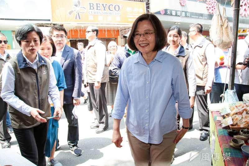 20190406-總統蔡英文6日參訪「一日臺灣:島嶼物產市集」。(顏麟宇攝)