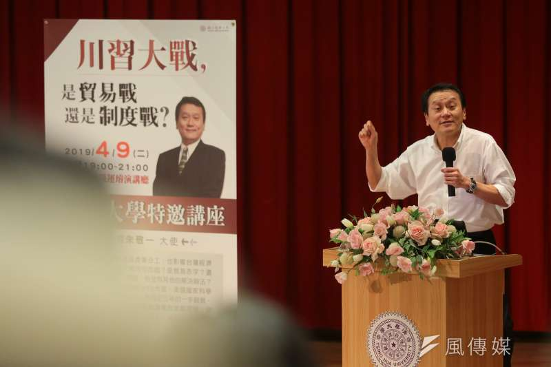 台灣駐世界貿易組織(WTO)大使朱敬一9日晚間於清大演講,談及美中對抗議題,指出若台灣認為目前方向需要調整,則眼下的「亂局」也許正是能讓台灣趁勢調整的時機。(顏麟宇攝)