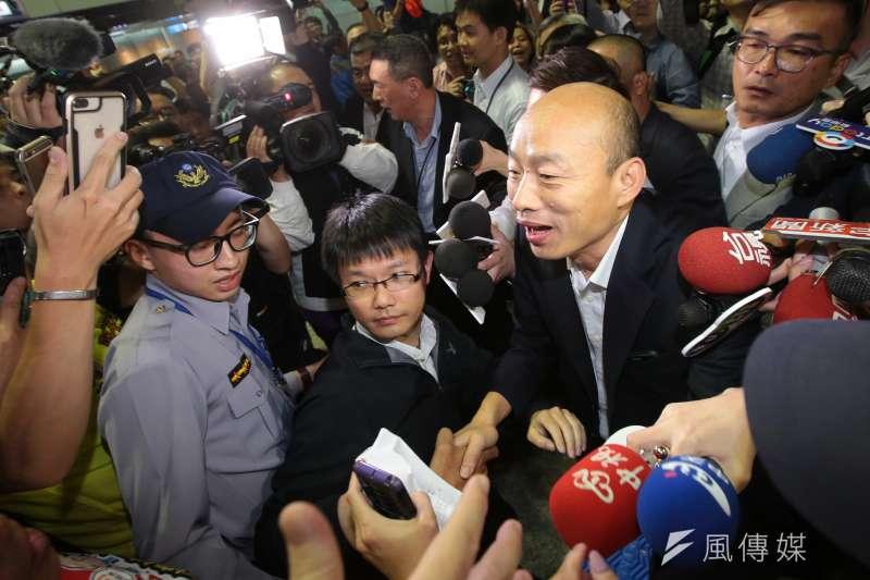 高雄市長韓國瑜23日上午發聲明表示無法參加初選,圖為他訪美前支持者到機場送機。(資料照片,顏麟宇攝)