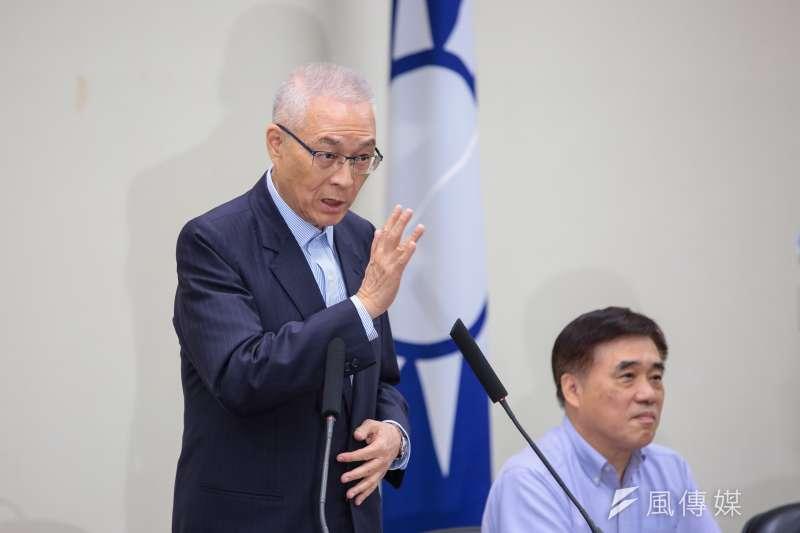 國民黨主席吳敦義(左)今日於中常會,正式表態他沒有意願參選2020年總統。(顏麟宇攝)