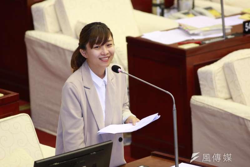 時力新科議員林穎孟(見圖)質詢台北市長柯文哲同性婚姻議題。(簡必丞攝)