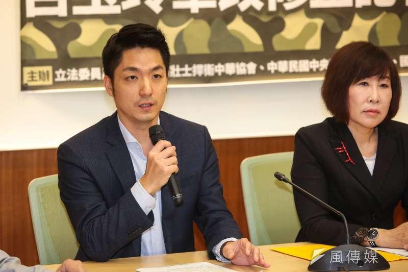 國民黨立委蔣萬安在立法院委員會開會休息時間,忘了關麥克風,說出韓國瑜支持者比較不理性的話。(資料照片,顏麟宇攝)