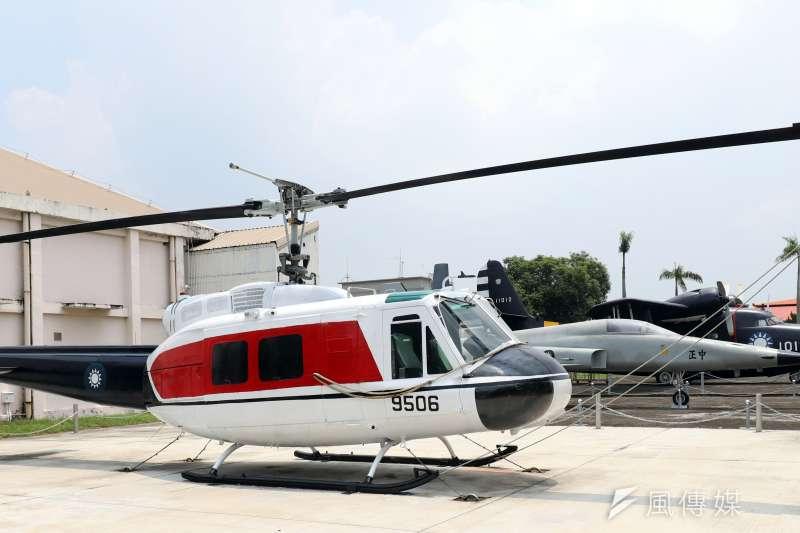 20190410-空軍嘉義基地進行靜態展示的HH-1H直升機(UH-1H救護版)。(蘇仲泓攝)