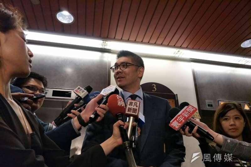 國民黨中央委員連勝文(見圖)11日下午受訪,肯定國民黨主席吳敦義表態不參選2020年總統。他表示,這樣就能取得參選人的信任,也有利於協調。(周怡孜攝)