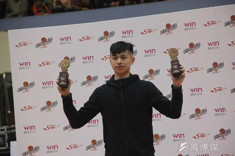 陳昱瑞奪下新人王與年度最佳第六人。 (溫振甫攝)