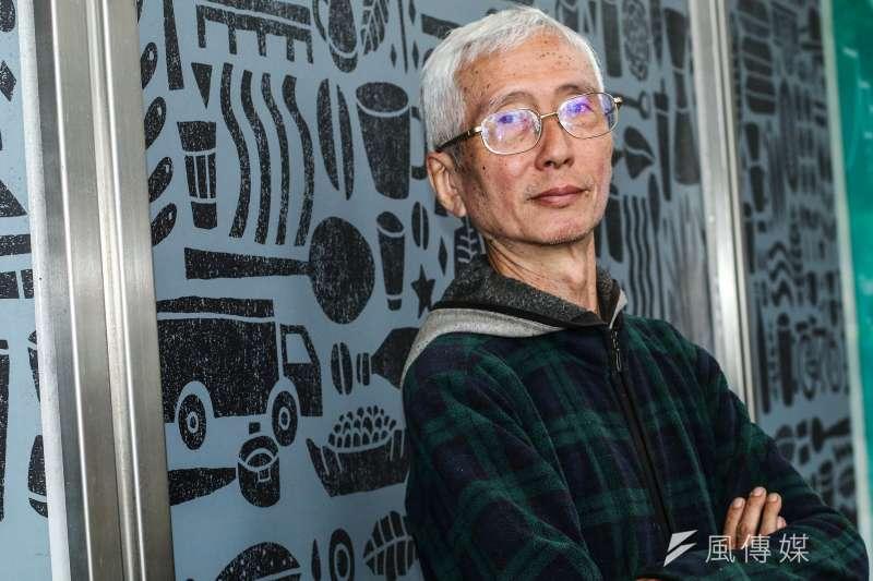 台灣同志運動先驅祁家威接受《風傳媒》專訪。(蔡親傑攝)