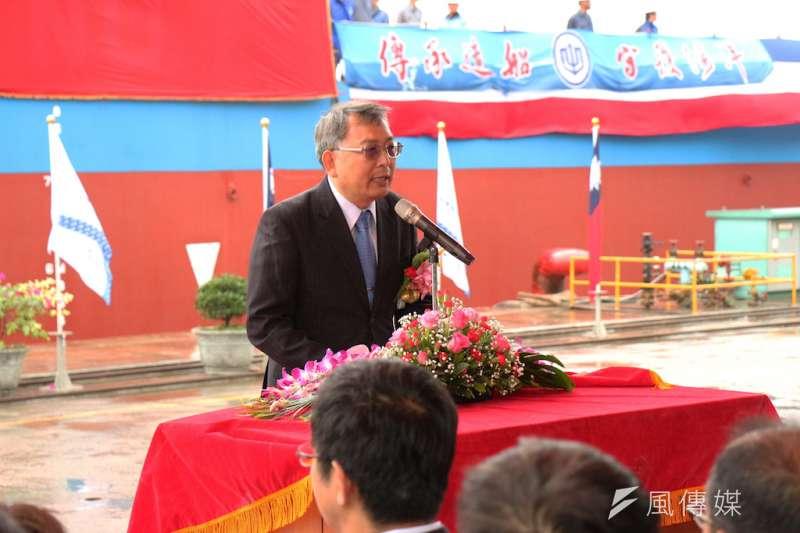 台灣國際造船公司總經理曾國正於基隆廠區主持140公尺長大型駁船命名典禮。(圖/徐炳文攝)