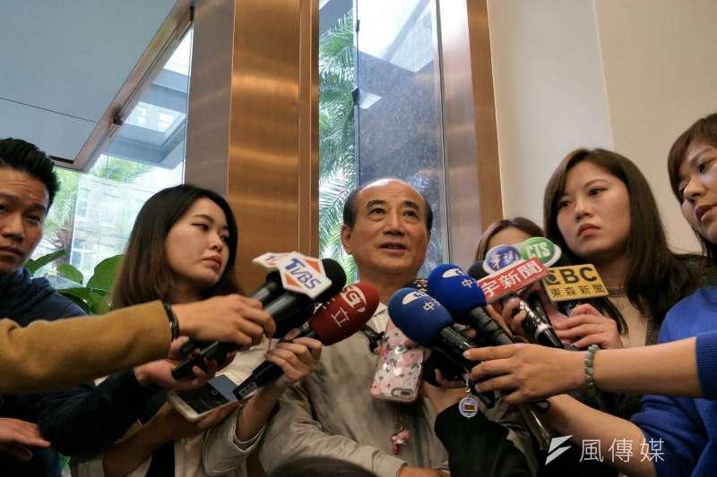 前立法院長王金平16日下午受訪時表示,他很肯定鴻海董事長郭台銘是一位成功的企業家,也是一位好領導,但若要參選,仍必須依照初選機制公平競爭。(周怡孜攝)