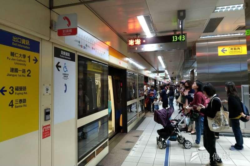雙北公共運輸定期票政策自去年4月16日起正式上路,至今已滿1周年。根據台北市政府提供的資訊,2018年5月至12月及2017年同期相比,雙北公車、捷運運量成長3.3%。示意圖。(資料照,風傳媒)