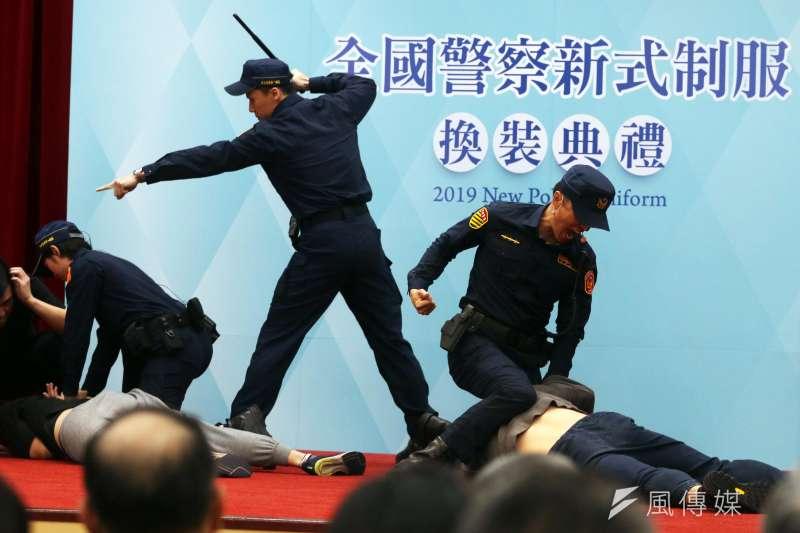 20190418-警政署上午舉行全國警察換裝典禮,會中以情境劇方式強調員警執法決心不變,更展現出新制服的良好延展性。(蘇仲泓攝)