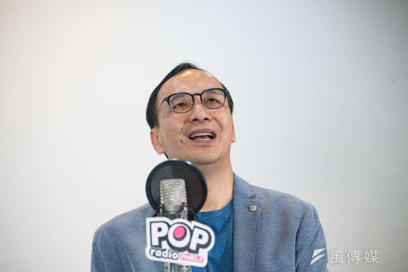 前新北市長朱立倫18日接受《POP搶先爆》廣播節目專訪,談到黨內初選忍不住開酸,指3個月來黨內每天互打不要錢,若因此而流失支持者太不值得。(甘岱民攝)