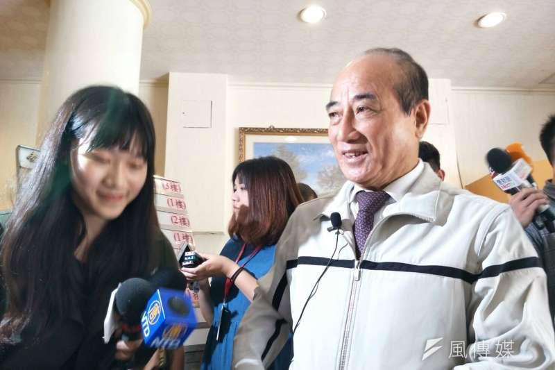 前立法院長王金平18日中午出席中華戰略學會新任理監事聯席餐會前,被媒體問到近期是否將有「郭王會」,他受訪表示,「好朋友嘛!朋友也在安排。」(周怡孜攝)